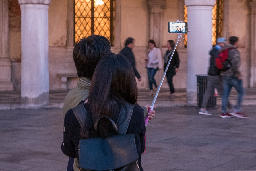 Reasons To Ditch Your Smartphone On Your Next Vacation
