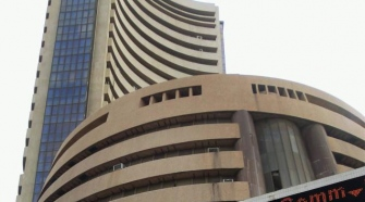Wall Street wave bites Sensex, markets tank over 400 points