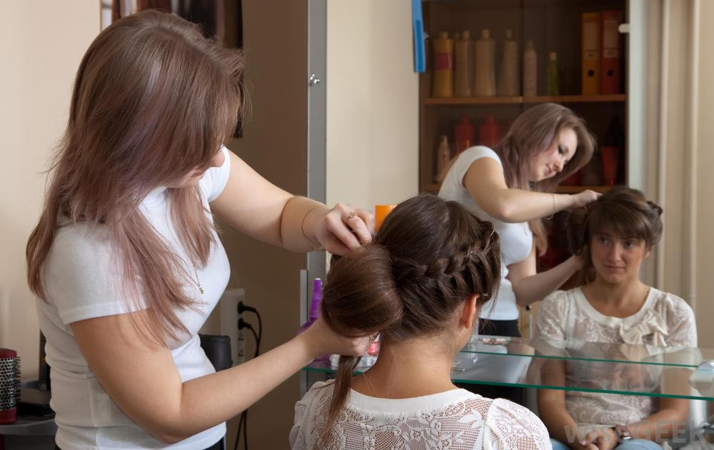 Do You Want To Know Training Requirements and Qualities Of Good Hair Stylists?