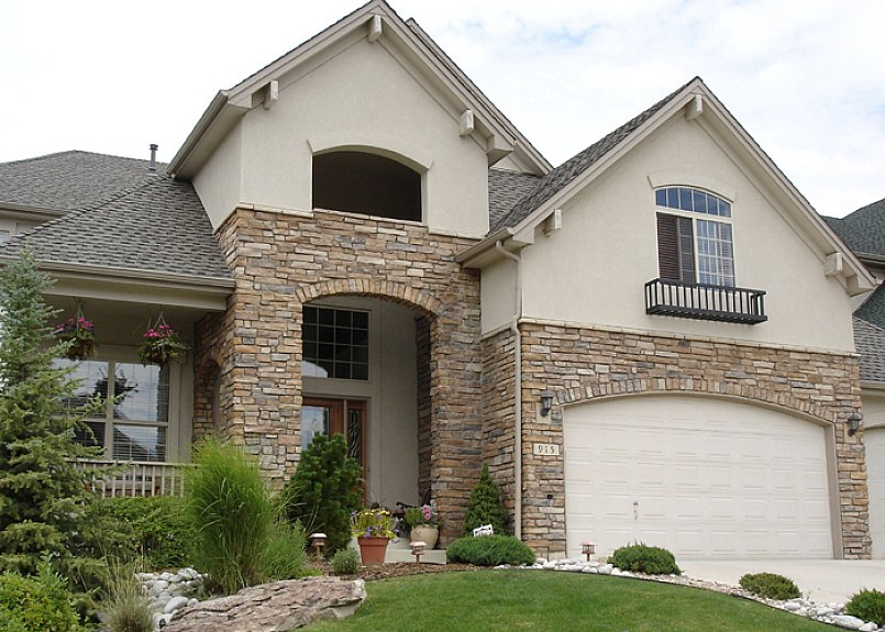 Decorate The Exteriors Of Your House Using Stone Veneer