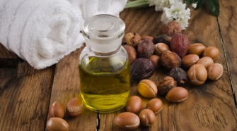 How-Argan-Oil-Is-Made-In-Morocco1-2zf0jeh8ob4ia5oamwpoga