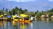 Relishing Boat Rides In Dal Lake and Visiting Hari Parbat, 2 Popular Srinagar Tourist Attractions