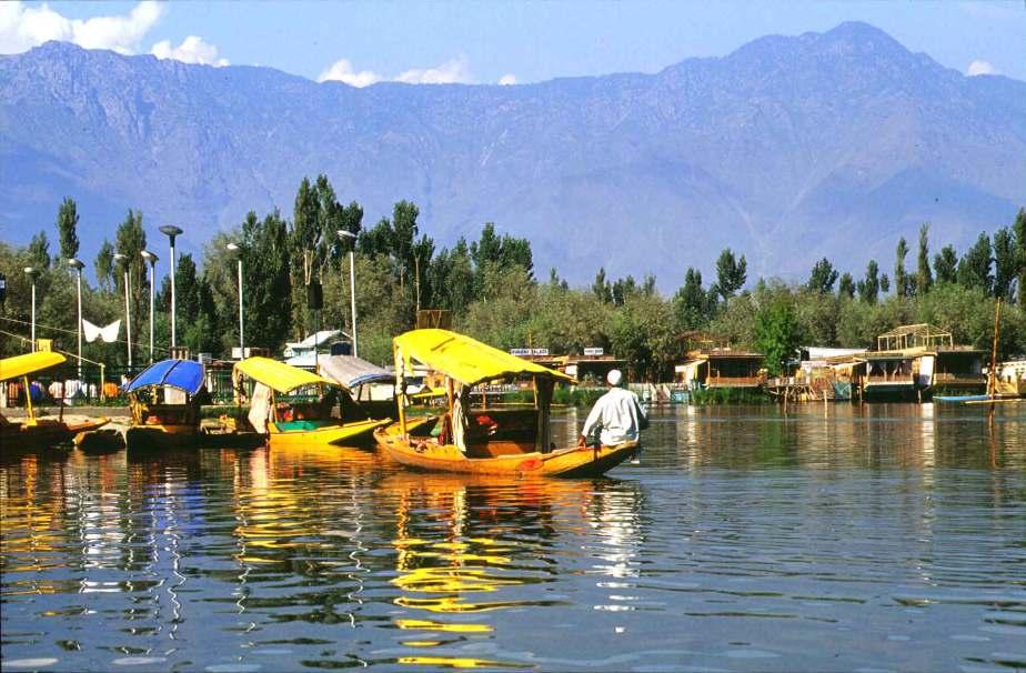 Relishing Boat Rides In Dal Lake and Visiting Hari Parbat, 2 Popular Srinagar Tourist Attractions