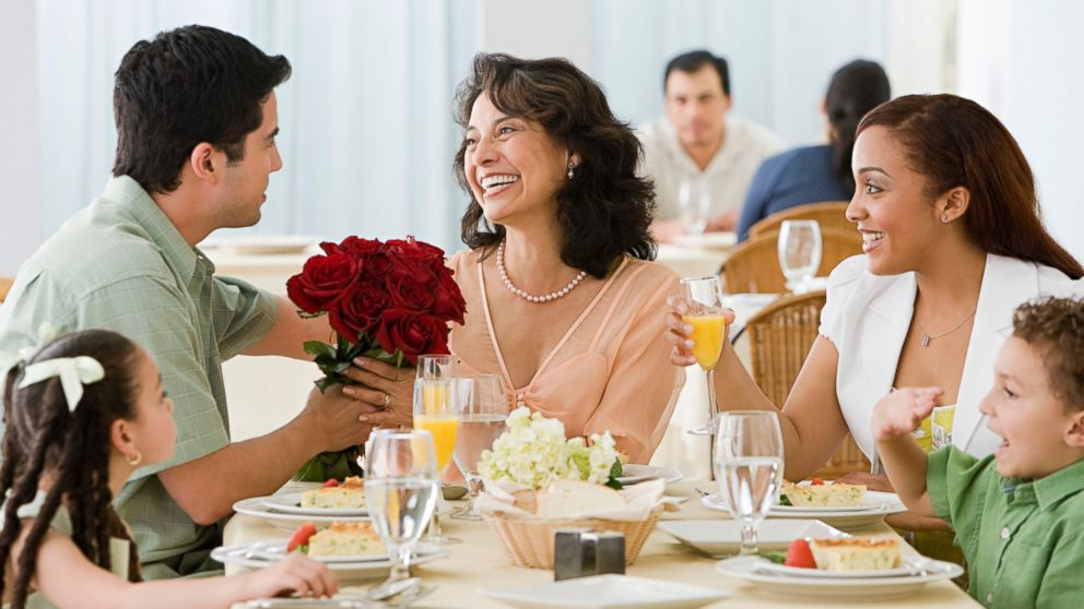 Arrange-Beautiful-Dinner-For-Her