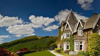 How Hotels On Lake Windermere Offer A Luxurious Stay To The Customers?