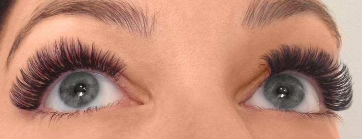 Differences Between Silk and Synthetic Eyelash Extensions