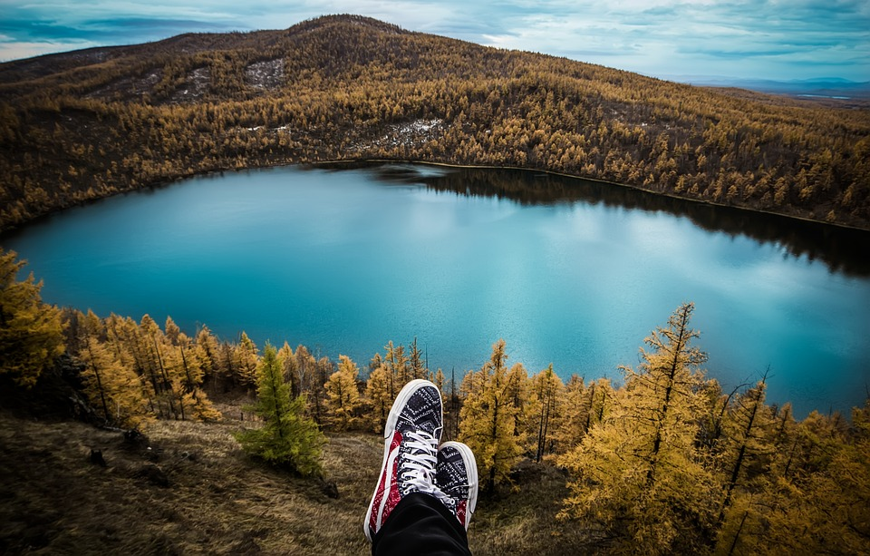 Traveling Solo: Pros and Cons
