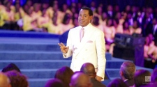 Crowd Ecstatic over Pastor Chris Oyakhilome's Final Blessed Event of 2017