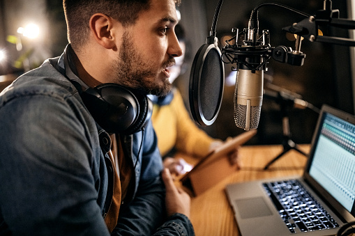 How to Start A Podcast - Things You Need to Know!